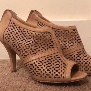 Selling a pair of open toed heel/booties